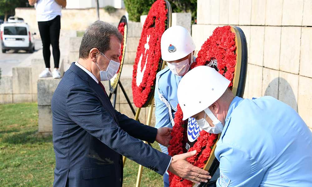 Başkan Seçer Gaziler Günü'nde Atatürk Anıtı'na çelenk sundu