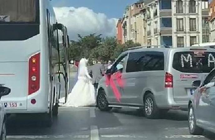 Ne virüs dinlediler ne trafik! Düğün konvoyunu durdurup halay çektiler