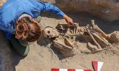 Takılarıyla gömülmüş bir Urartu kadınına ait mezar bulundu