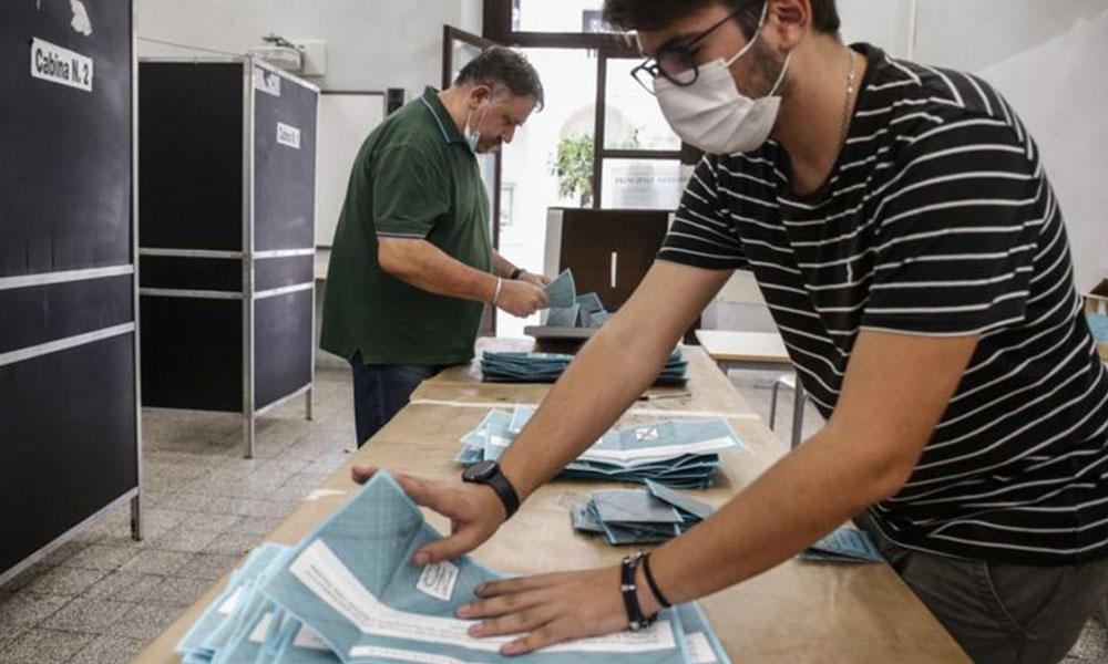 İtalya'da halk parlamenter sayısının azaltılmasını istedi