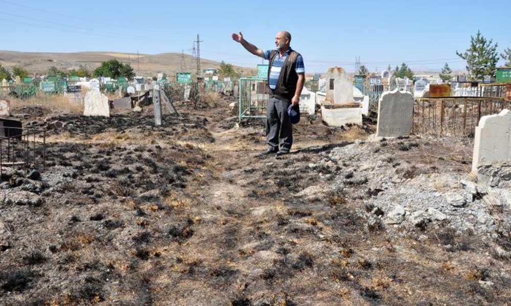 Kimliği belirsiz kişilerce mezarlık ateşe verildi!