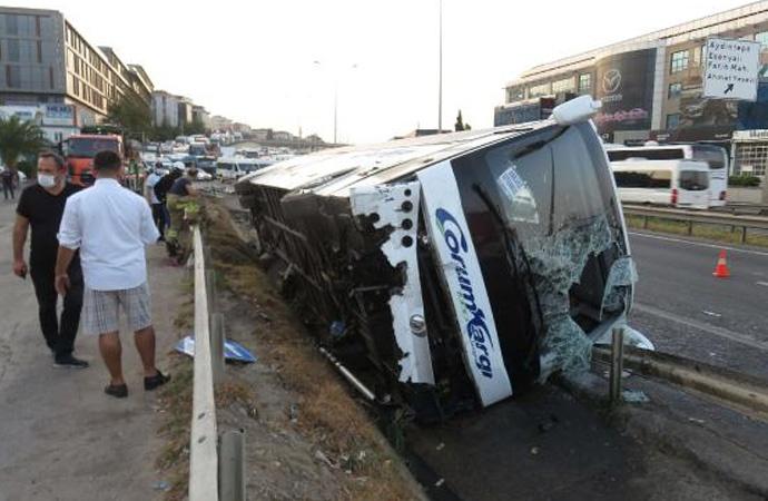 Pendik'te yolcu otobüsü devrildi: 11 yaralı