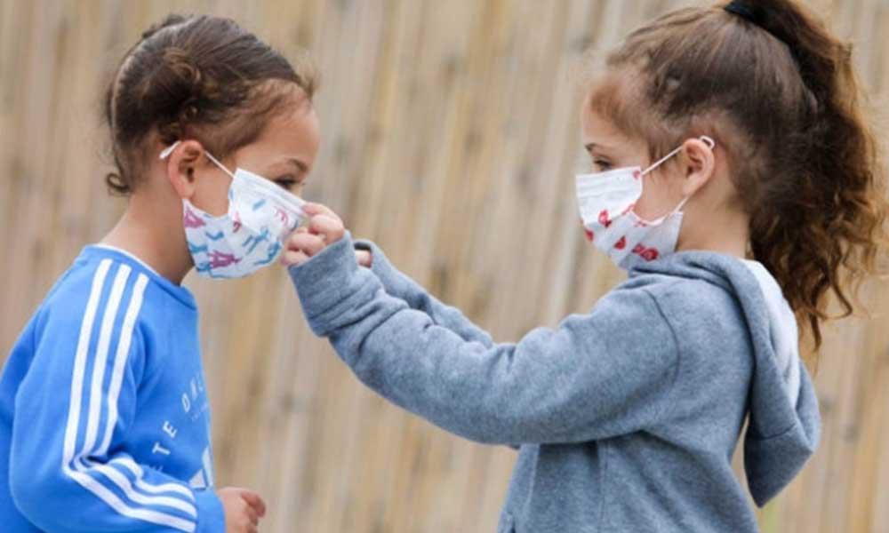 Doç. Dr. Hatipoğlu uyardı: Çocuklar maske değişimi kesinlikle yapmamalı