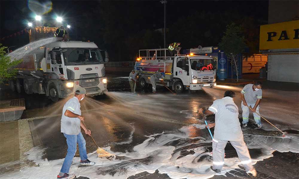 Tarsus'ta trafiğe kapalı yarenlik alan baştan sona yıkandı