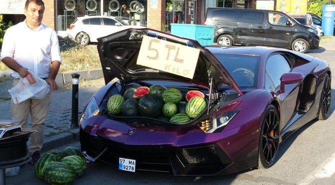 Üzerinde karpuz satılan Lamborghini trafikten men edildi