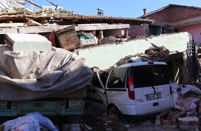 Deprem yurttaşları vurdu: Evsiz kalanlara TOKİ dayatması