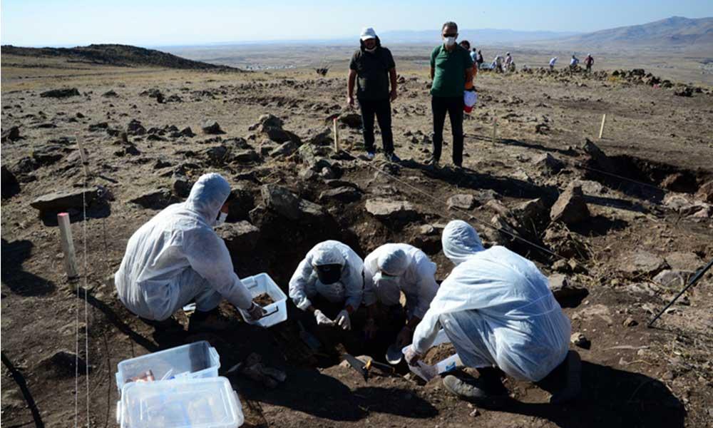 Malazgirt Savaşı'nın yapıldığı alanlar tespit edildi: Kemik kalıntılarına rastlandı