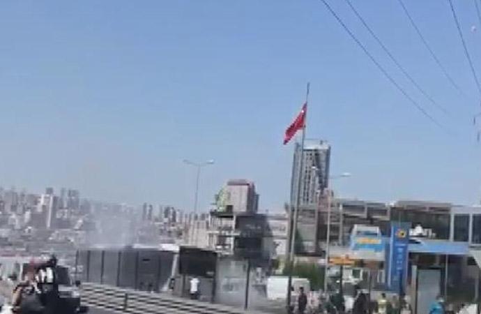 Metrobüste yangın: Yolcular tahliye edildi!