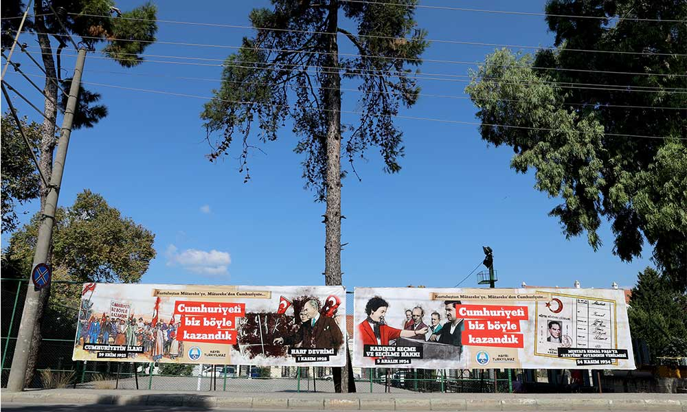 Cumhuriyet destanı Mudanya caddelerinde