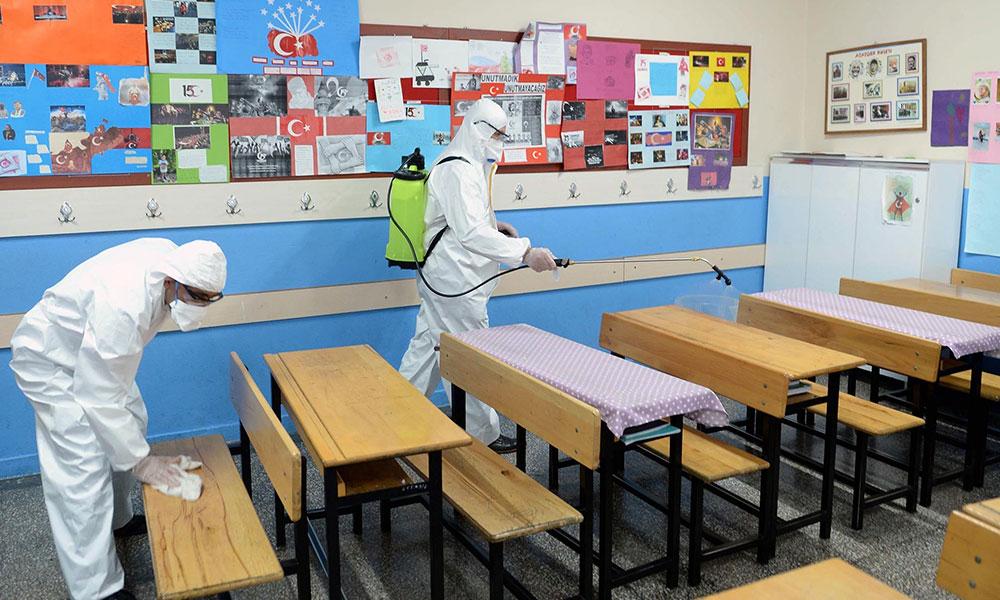 Koronavirüs yayılmaya devam ediyor! 2 okulun açılış tarihi ertelendi