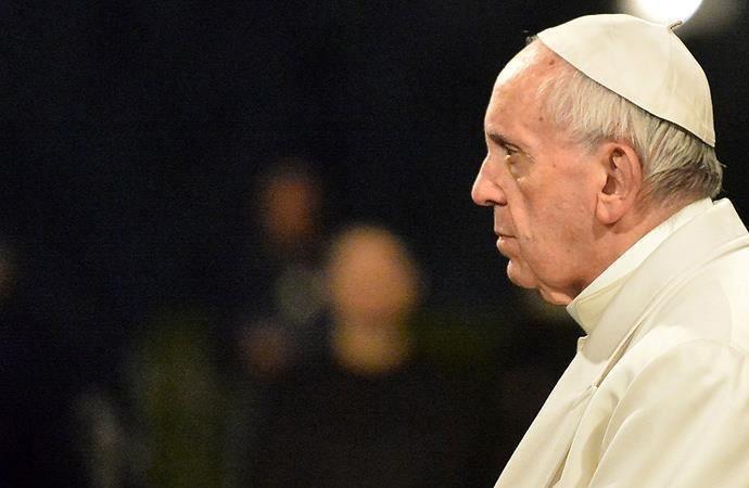 Papa çocuk istismarıyla suçlanan piskoposun istifasını kabul etti