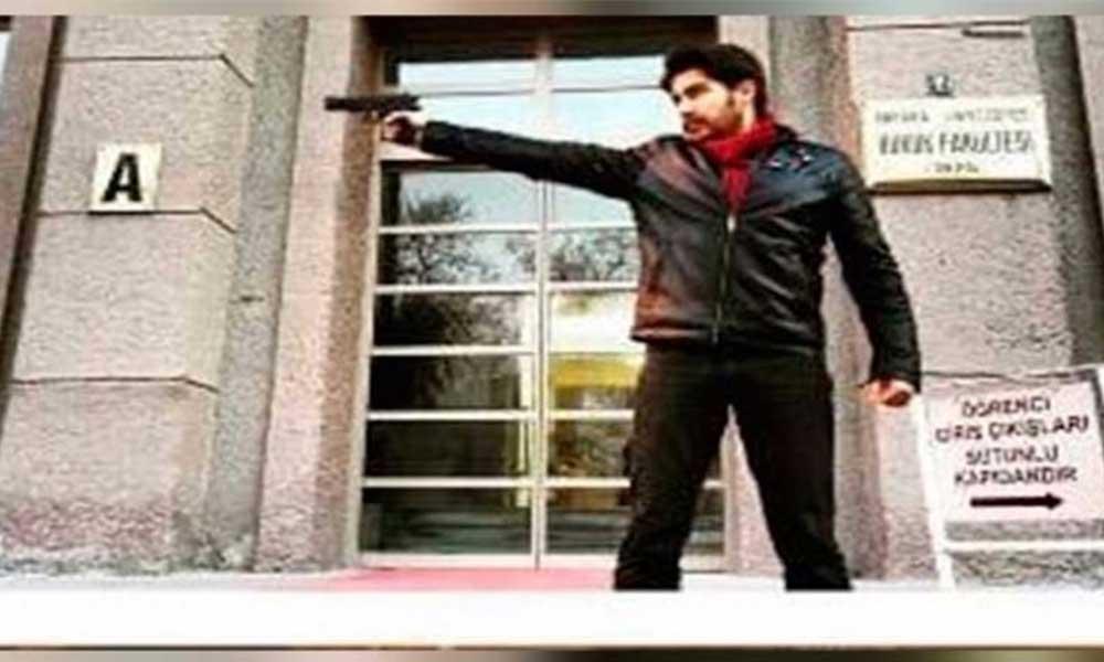 Ankara Üniversitesi'nin önünde silahla fotoğraf çektiren araştırma görevlisi istifa etti