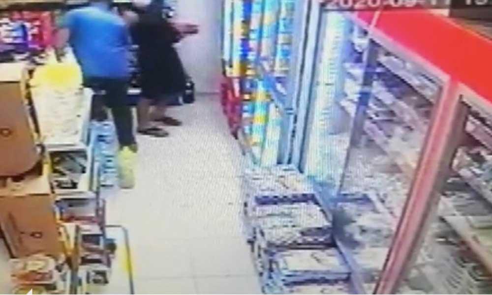 Markette taciz görüntüleri güvenlik kamerasına yansıdı