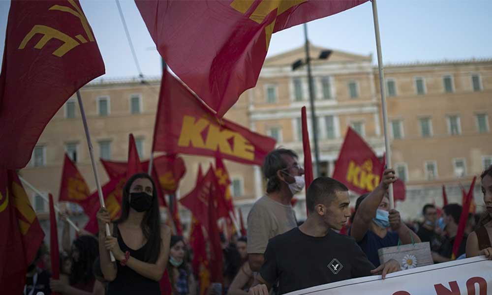 'Savaş istemiyoruz' diyen Yunanlılar ABD'yi protesto etti