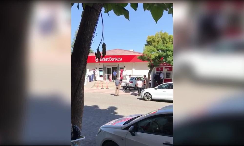 Çiftçi, Ziraat Bankası'nda kendini yaktı