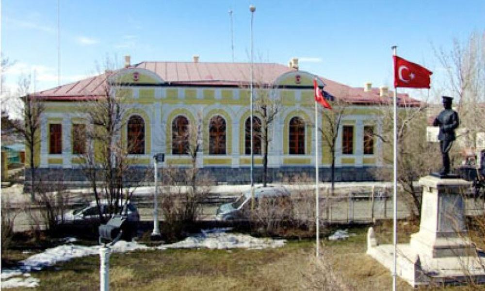 Kars'ta bir sokağa çıkma yasağı eksik: Çelenk bırakmak bile yasak