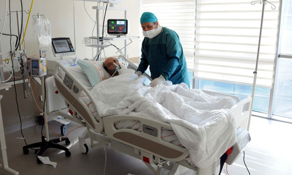 Pandemi ile mücadele eden doktor, babasını kurtaramadı