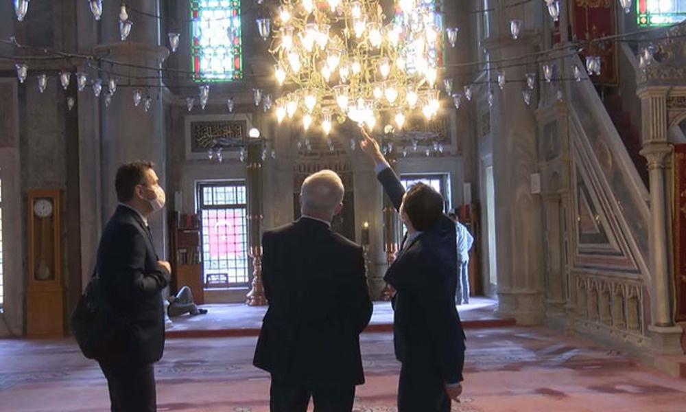 Sosyal medyada tartışmalara neden olan Laleli Camii'nin ampulleri değiştiriliyor