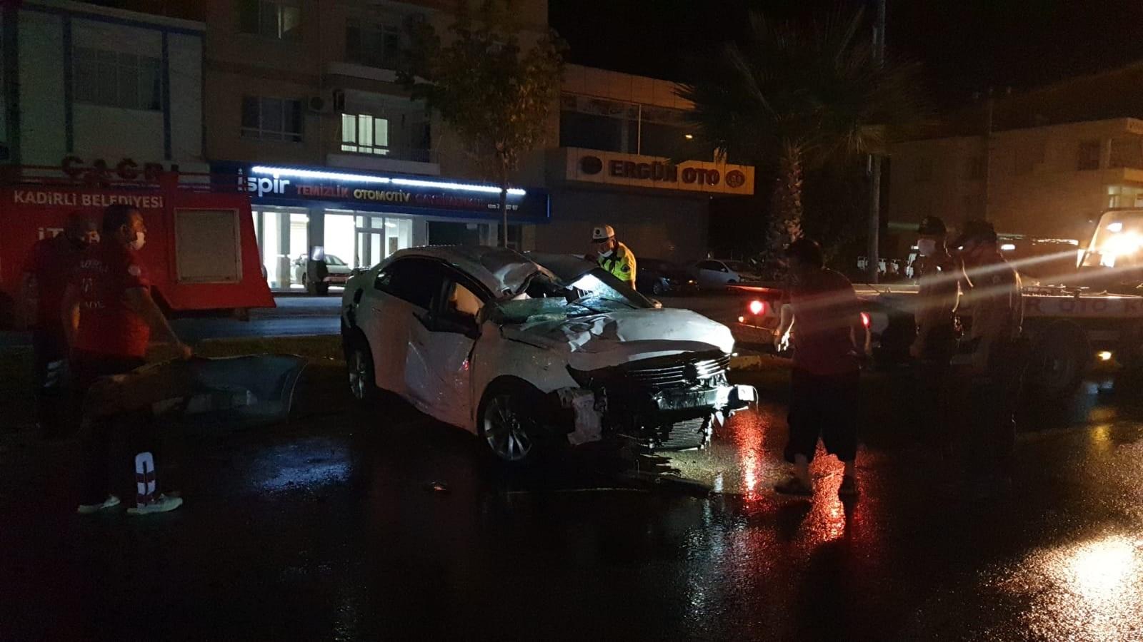 Osmaniye'de otomobil devrildi, 2 kişi yaralandı