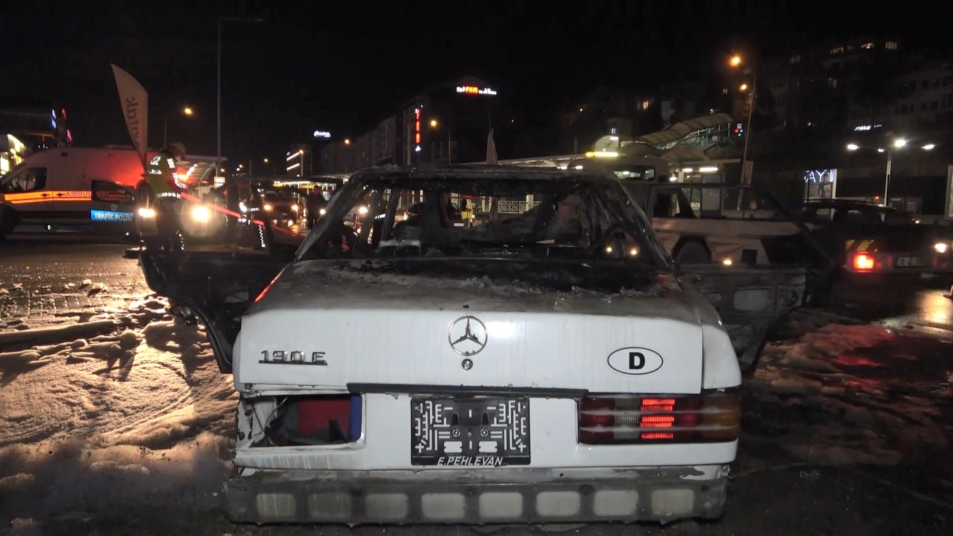 'Makas' atan otomobil elektrik direğine çarpıp alev aldı: 5 yaralı