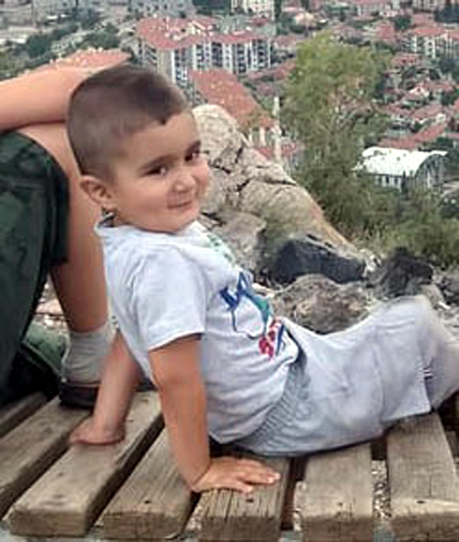 Traktörden düşen 3 yaşındaki Ömer yaralandı
