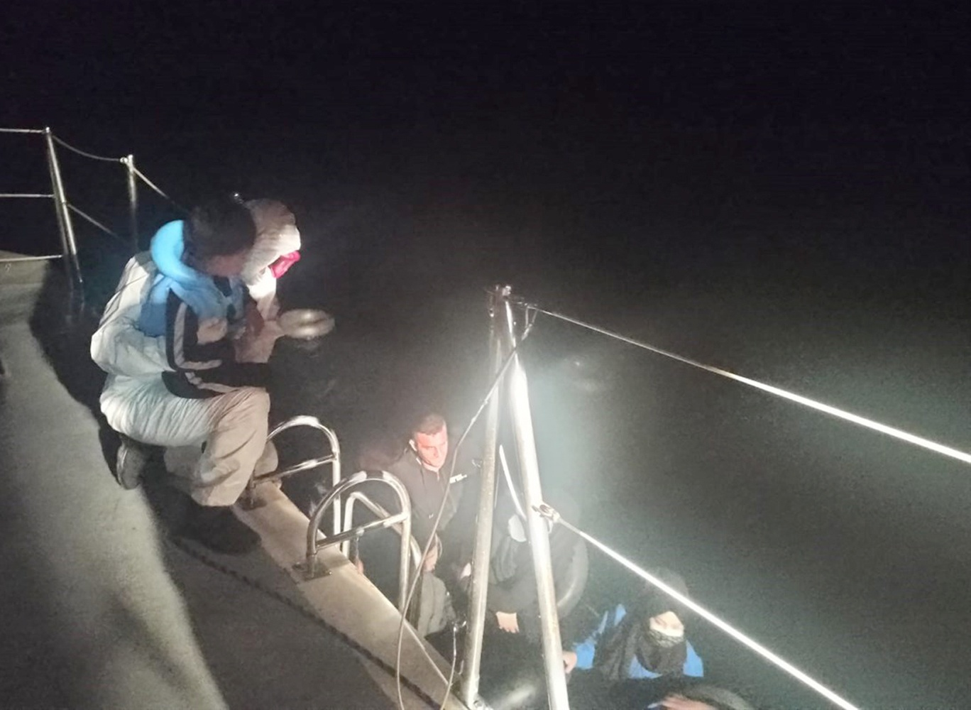 Marmaris'te 14 göçmen kurtarıldı