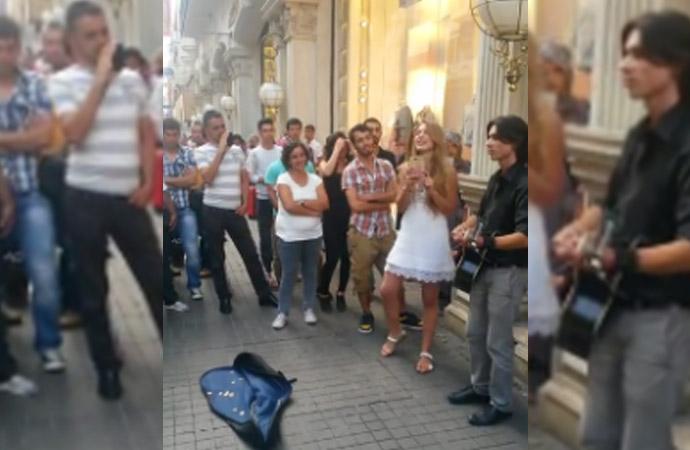 Aleyna Tilki'nin İstiklal Caddesi'nde türkü söylediği video ortaya çıktı