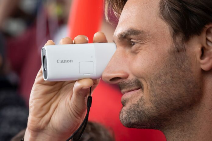 Canon, PowerShot Zoom'u tanıttı