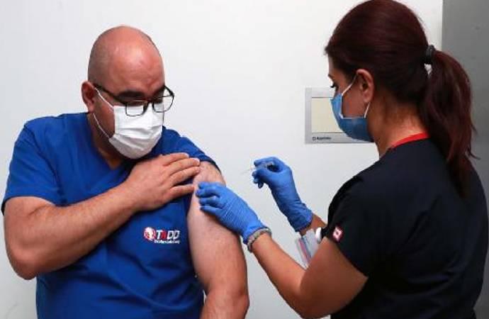 Aşı denemeleri Ankara'da da başladı; ilk gönüllü başhekim oldu