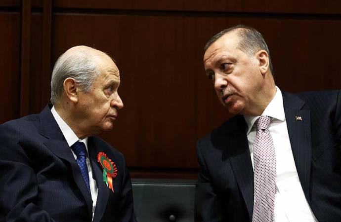"""""""Çay Erdoğan'dan, askıda ekmek Bahçeli'den, bedava yaşıyoruz valla!"""""""