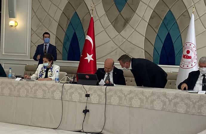Eşi ve çocuğu koronavirüse yakalanan AKP'li vekil, Bakan Soylu'nun olduğu toplantıya katıldı