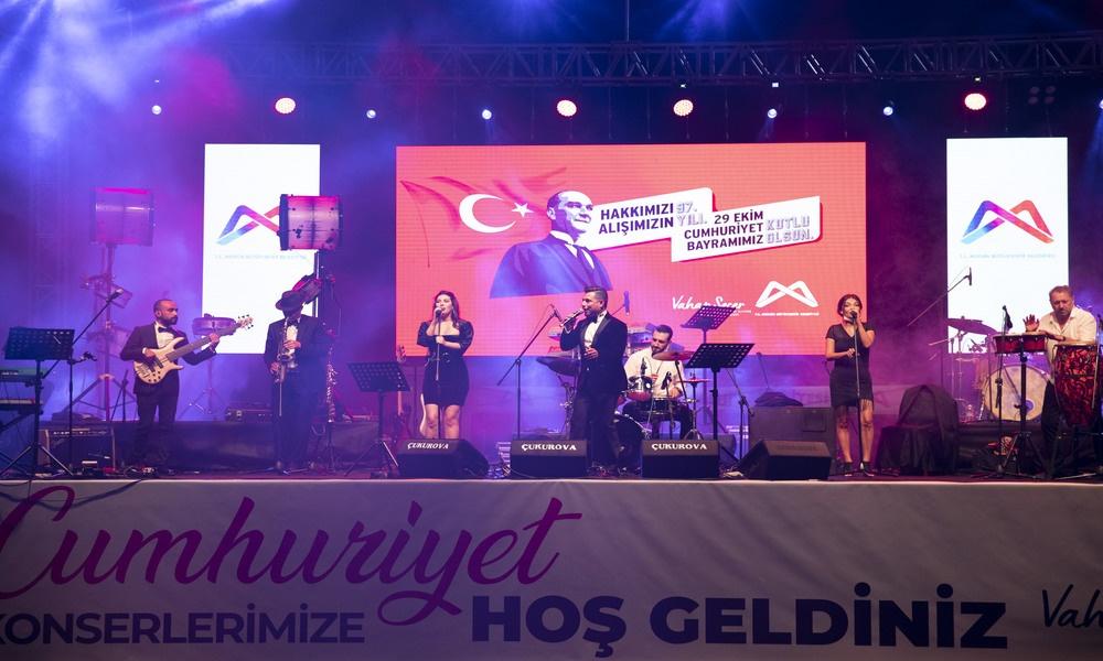 Tarsus'tan Anamur'a Büyükşehir'le 29 Ekim coşkusu