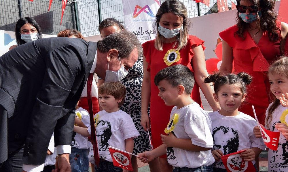 Türkiye'nin Hal'de açılan ilk kreşinde Cumhuriyet coşkusu