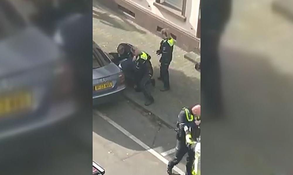 Sokak ortasında polis şiddeti! Önce yumrukladı sonra diziyle başına bastırdı