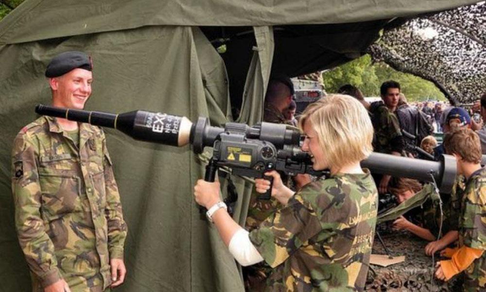 Hollanda'dan kadınlar için flaş askerlik kararı