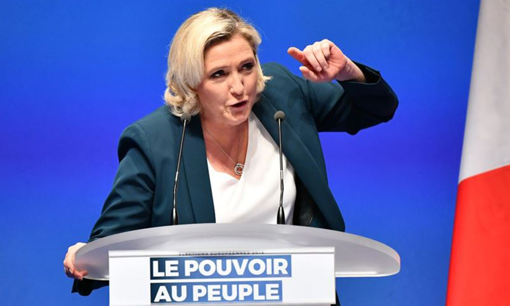 Fransa'da aşırı sağcı lider Le Pen'den tepki çeken 'başörtüsü' çağrısı!