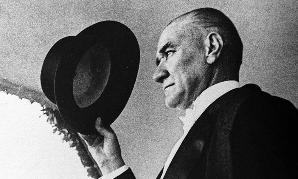 MEB'in hazırladığı Türkçe ders kitabında Atatürk ve Peyami Safa skandalı