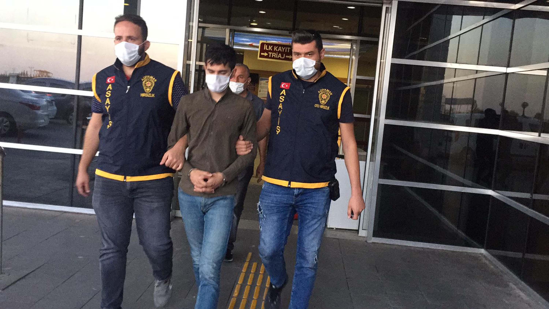 Sahte altın takıp gerçek altını geri alan genç tutuklandı