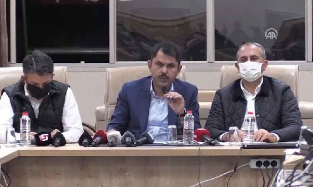 Çevre Bakanı Kurum: Sağlam olmayan hiçbir binaya girmeyin