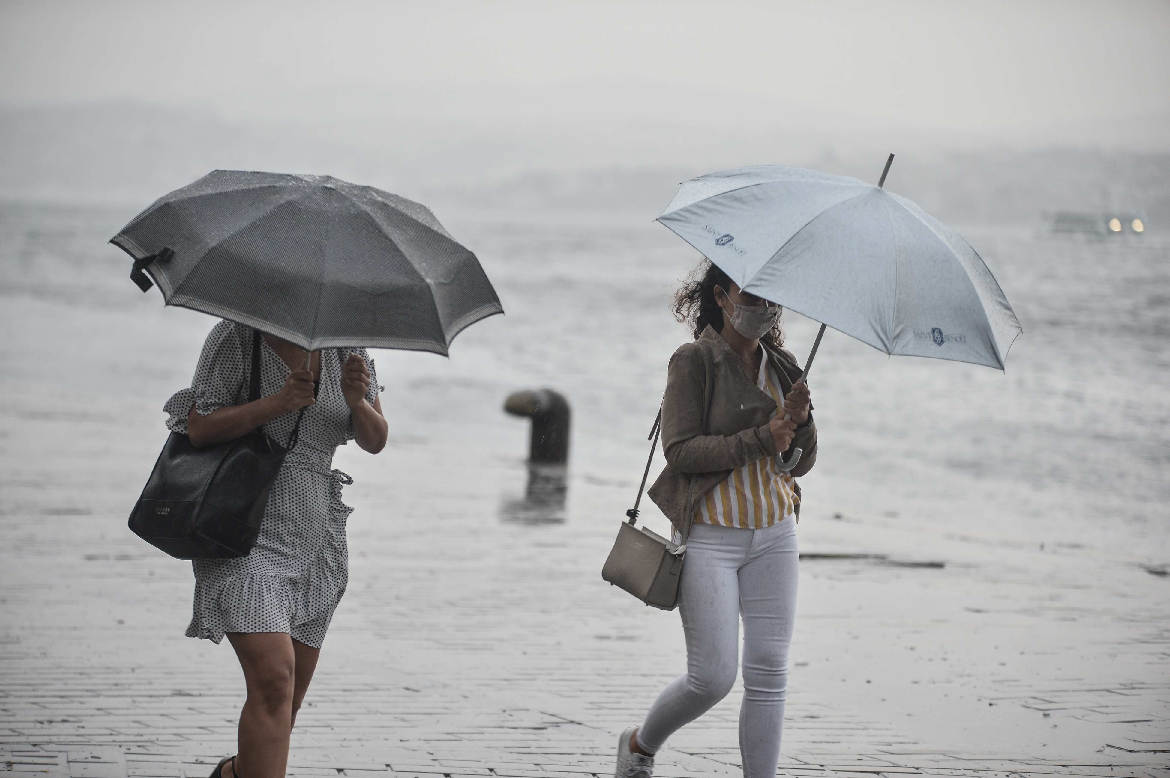 İstanbul'da sağanak yağış etkili oldu