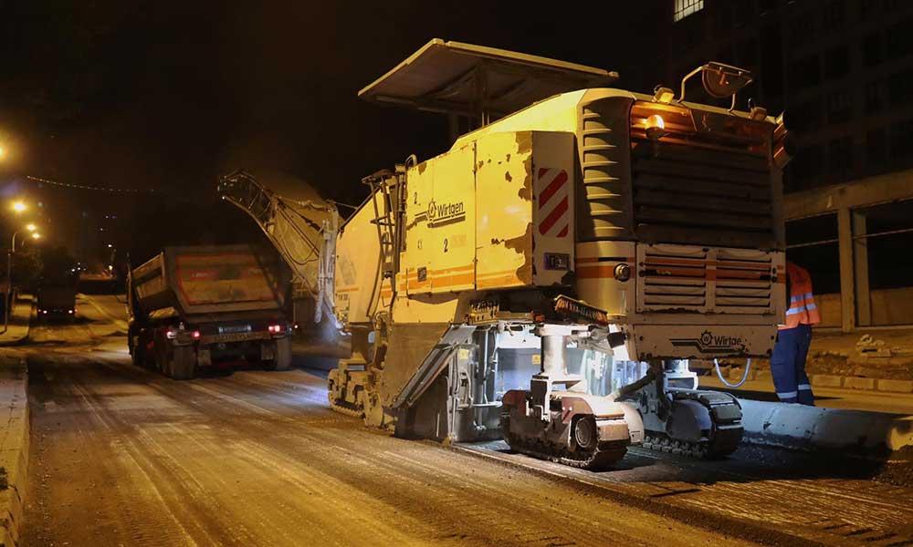 Kartal'da asfalt serim çalışmaları gece gündüz devam ediyor