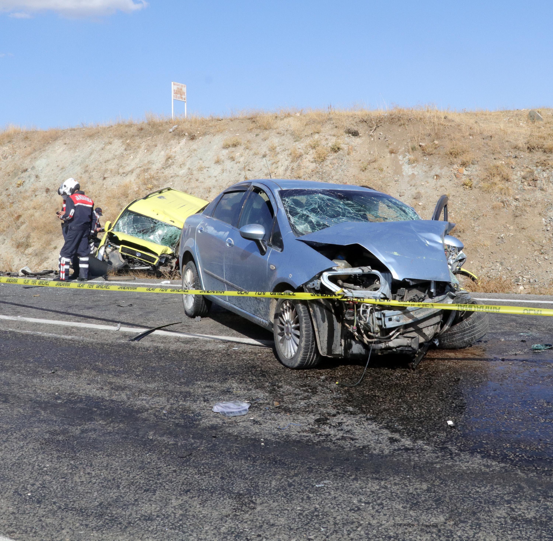 Yozgat'ta otomobil ile taksi çarpıştı: 2 ölü