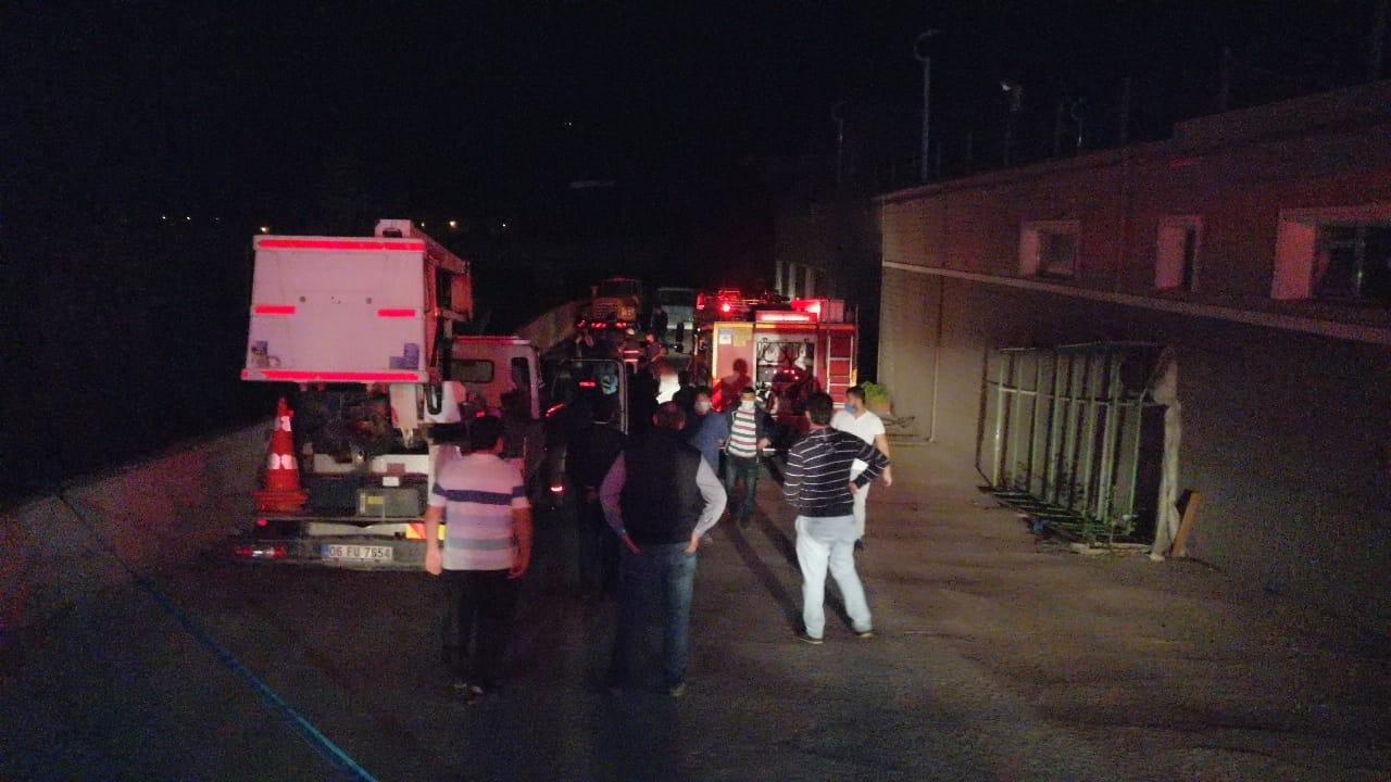 Üniversite otoparkında yangın: Üç araç hasar gördü