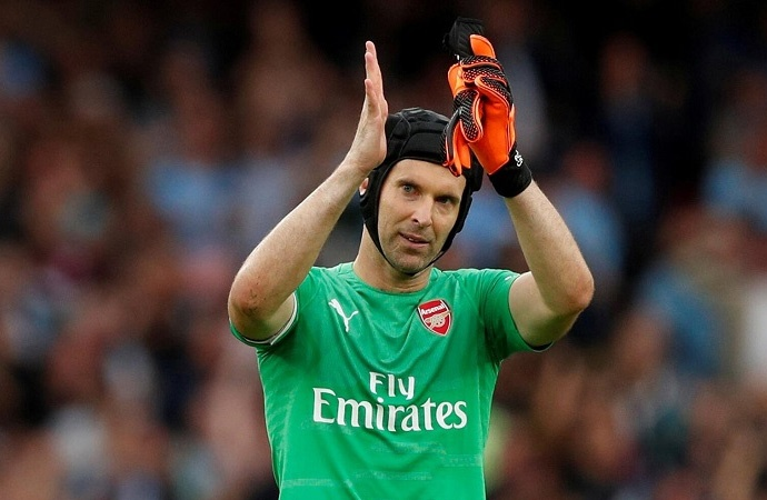 Petr Cech futbola geri döndü!