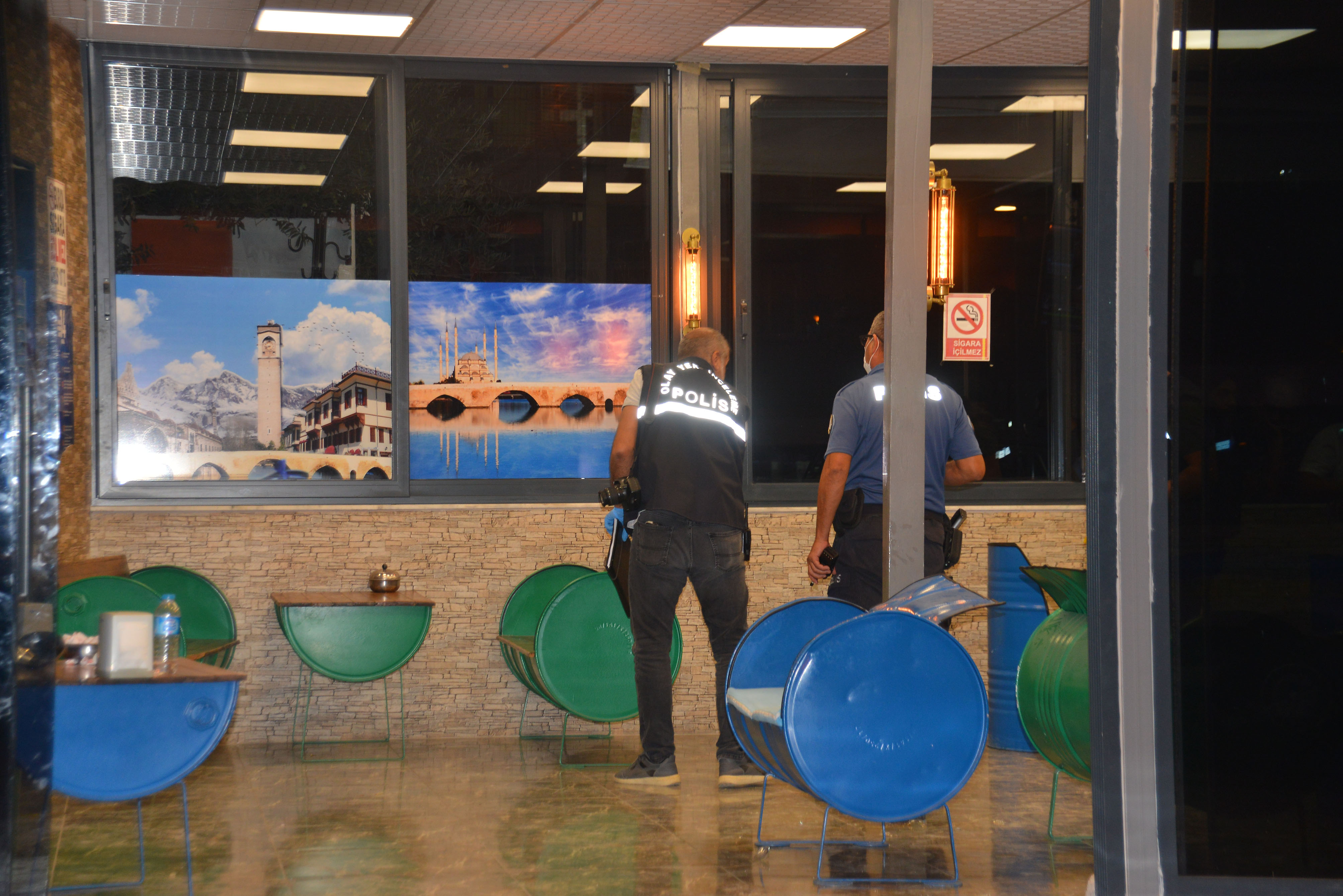 Adana'da börekçide silahlı kavga çıktı, 2 kişi yaralandı
