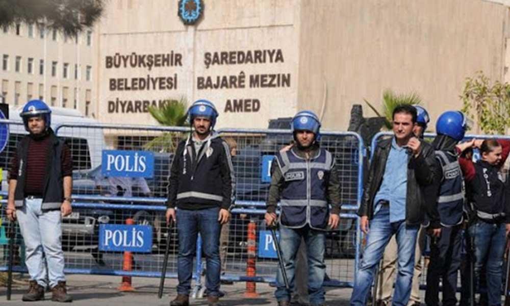 Kayyum, Diyarbakır Büyükşehir Belediyesi'nde 25 kişiyi ihraç etti
