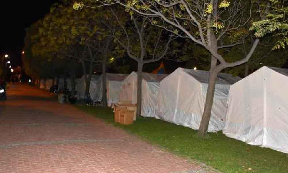 İzmirli yurttaşlar geceyi sokakta geçirdi