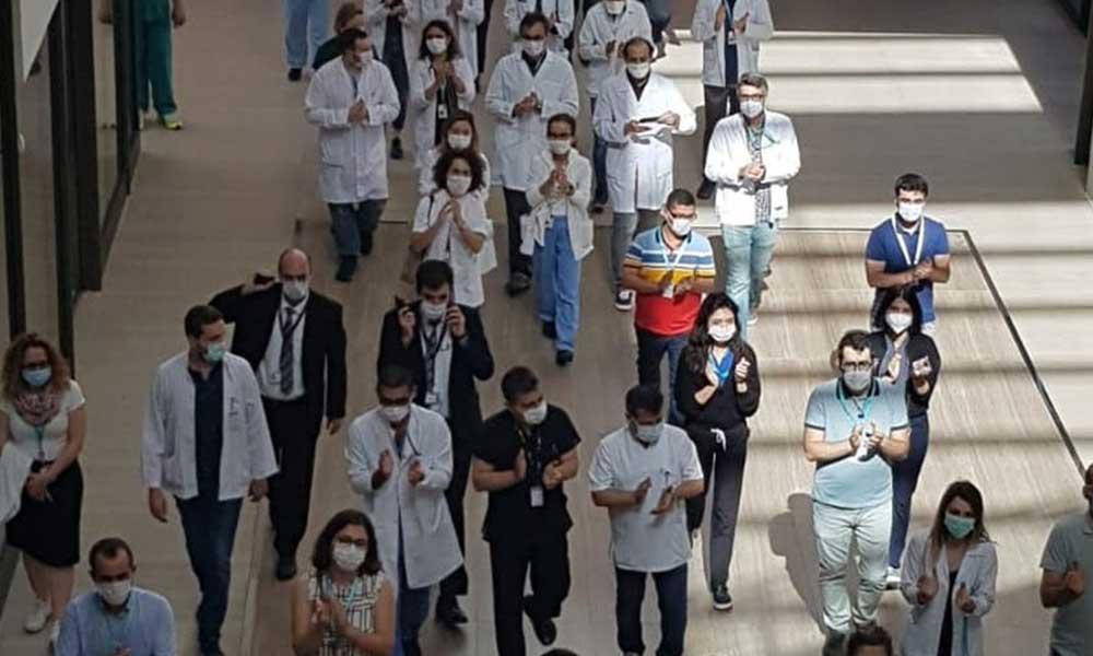 Ek ödemelerini alamayan sağlık emekçilerinden protesto