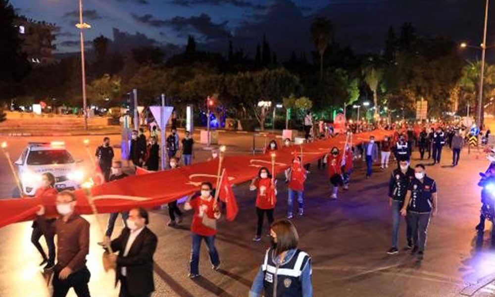 Antalya'da Cumhuriyet Bayramı için fener alayı