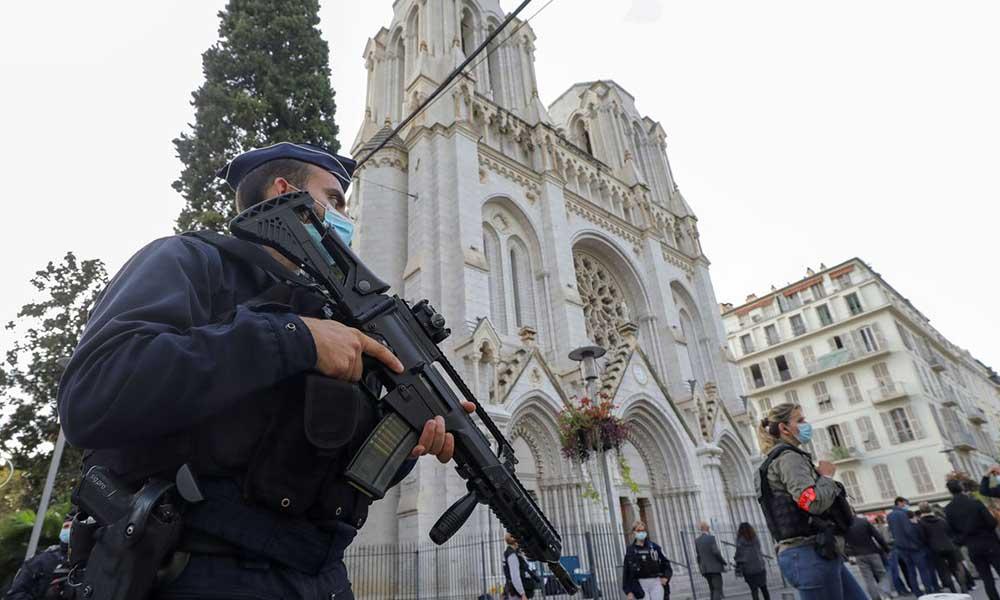 Fransa'da 'kesik başlı' terör saldırısı şüphesi!